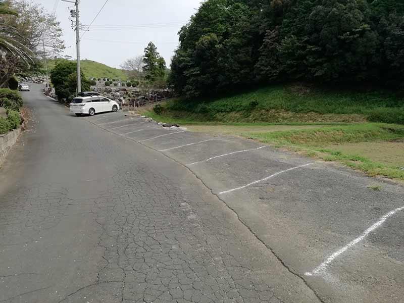 吉祥山緑地墓苑の駐車場