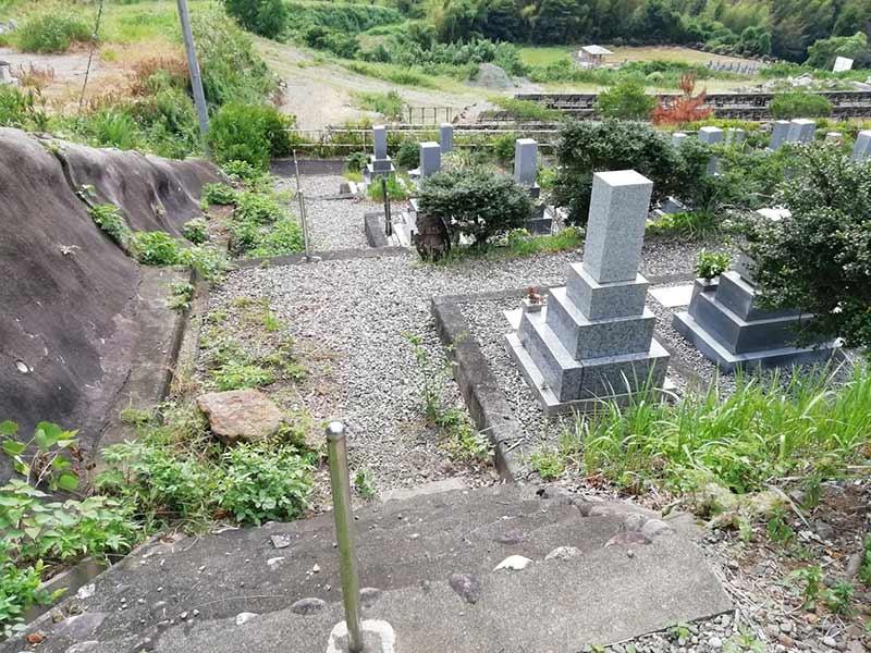 金沢霊園路の階段