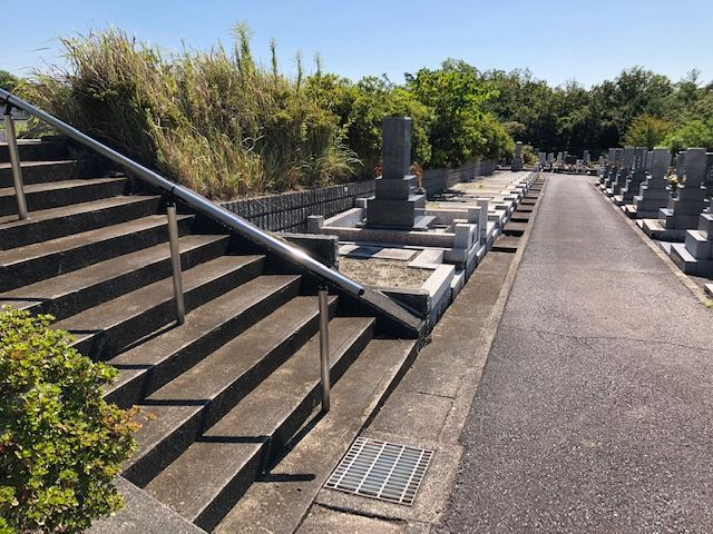 五色園墓地の園内階段