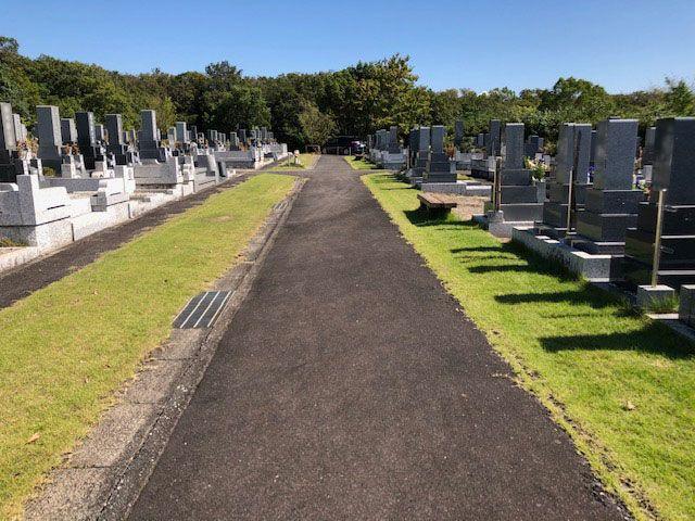 五色園墓地の園内通路