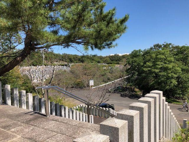 本堂から見た五色園墓地の様子