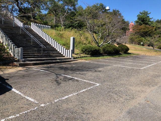 五色園墓地の駐車場