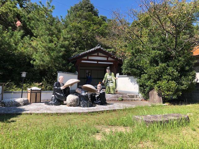 五色園墓地の園内にある塑像