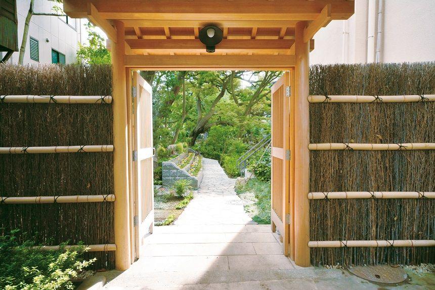 高輪墓苑の墓域の入り口