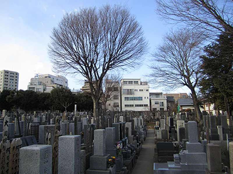 高林寺 住宅街の中にある墓域