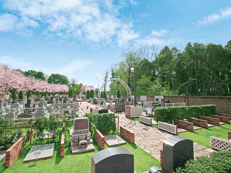 野田さくら霊園 手入れされている植栽