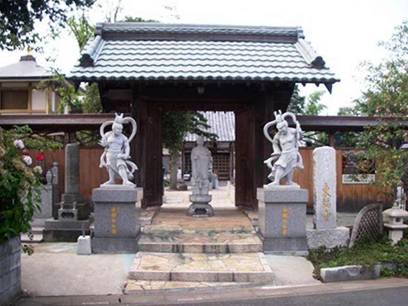 東福寺墓苑 山門前の仁王像と地蔵菩薩