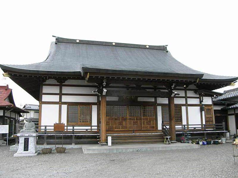 安楽寺 清潔感が溢れる本堂