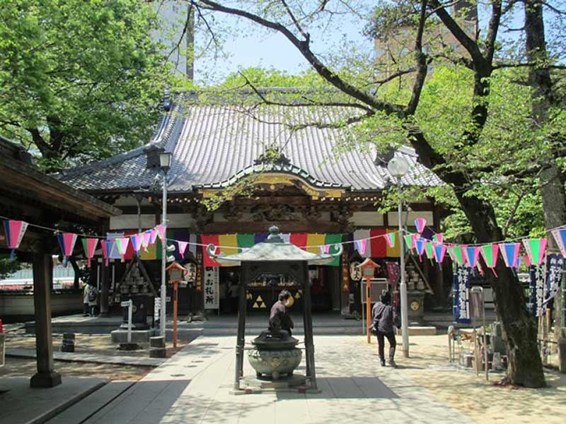 蓮馨寺 明るい雰囲気の本堂