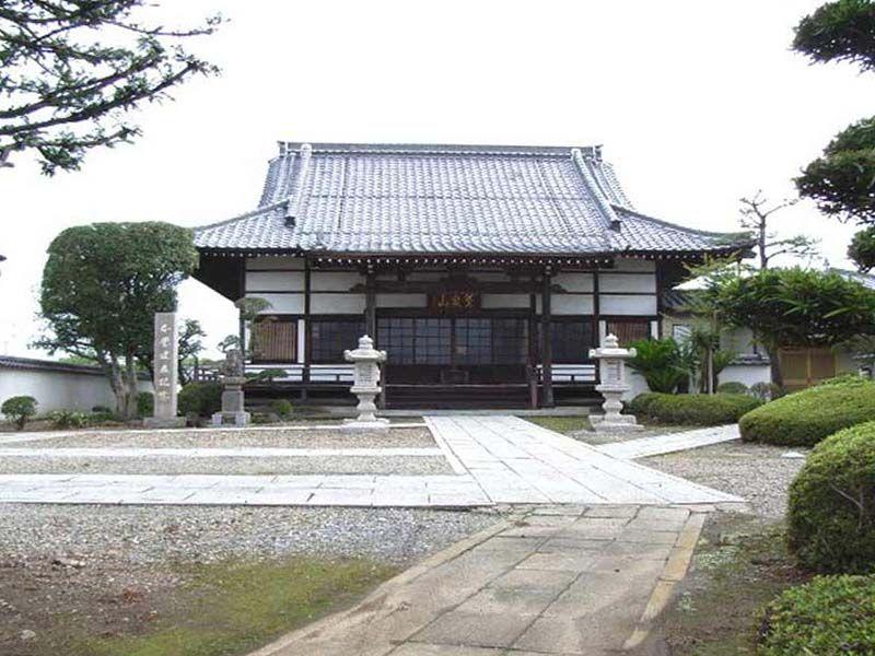 長光寺 厳かな雰囲気の本堂本堂