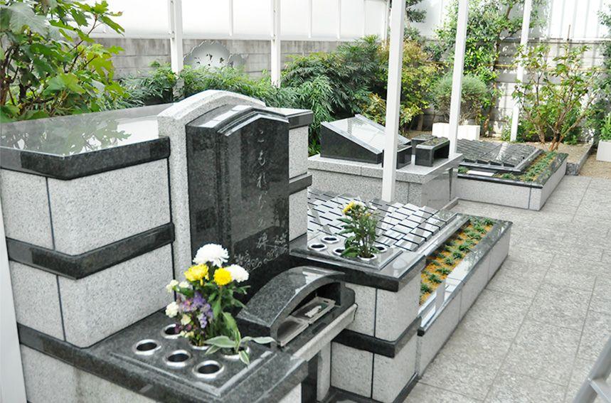 川口元郷聖地の永代供養墓「こもれびの碑」