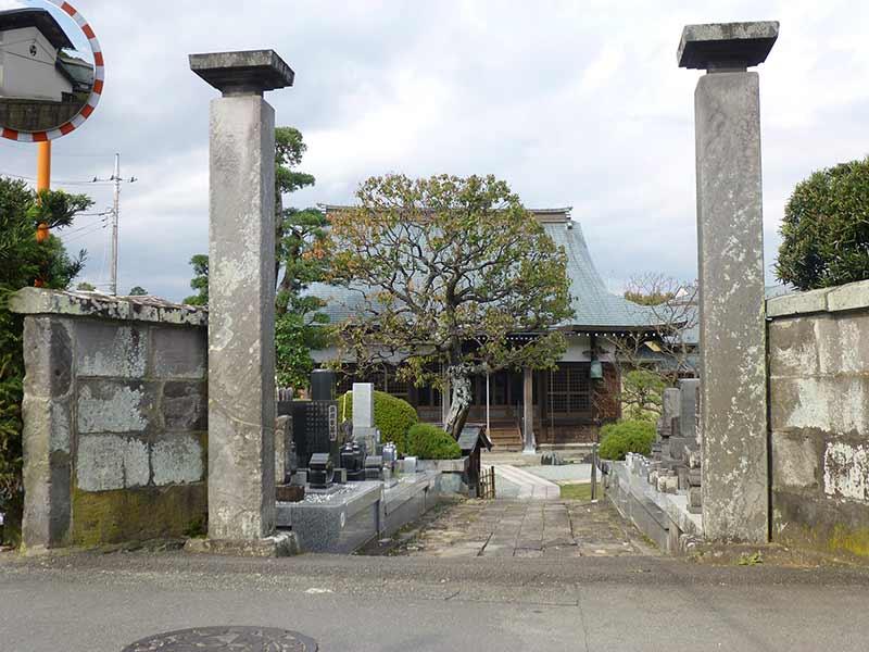 満蔵院 大きな石門