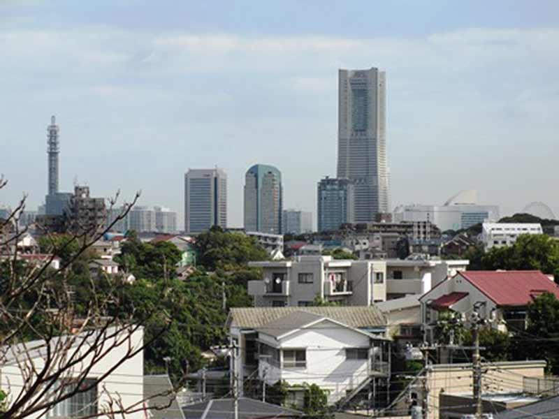 清水ヶ丘霊園 墓地から眺める横浜の街並み