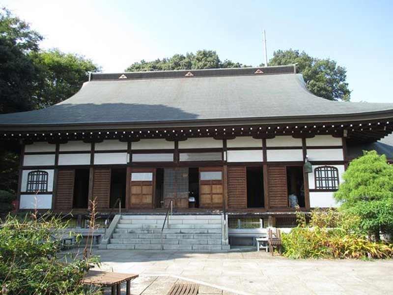 東勝寺 明るい雰囲気の本堂