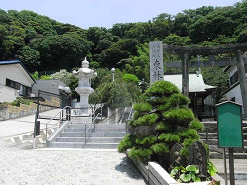 東林寺 豊かな自然に囲まれた寺院