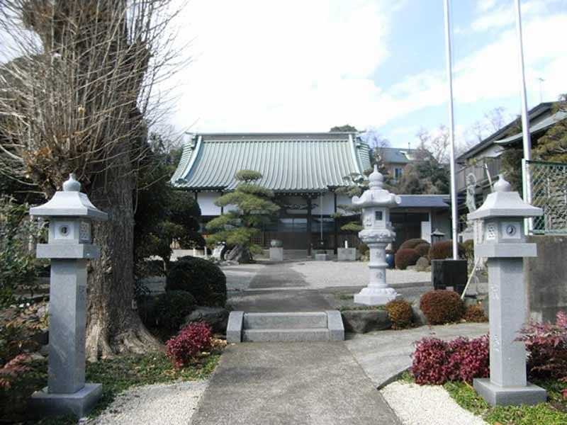 興福寺 植栽が美しい本堂