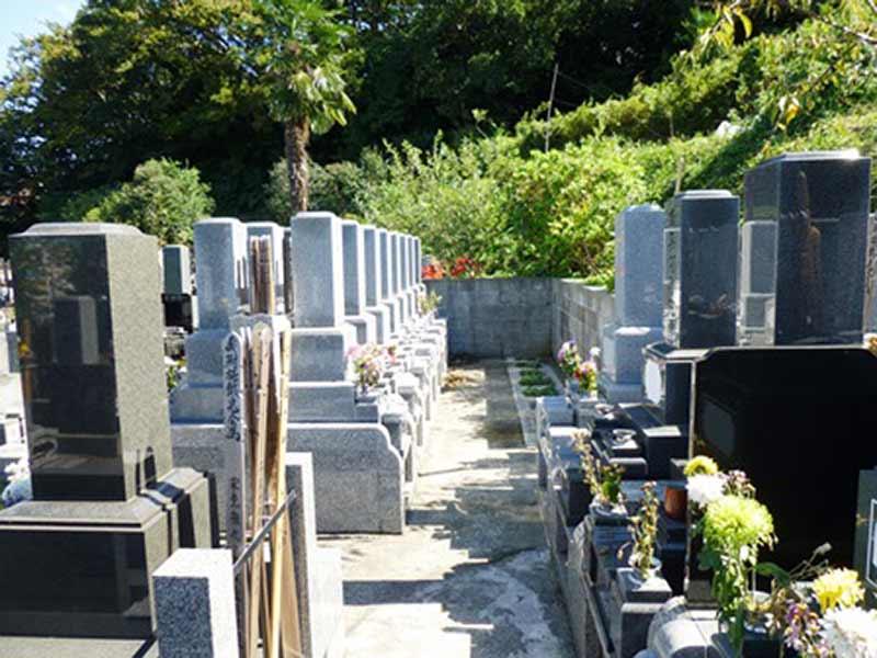正光寺 日当たり良好な墓域