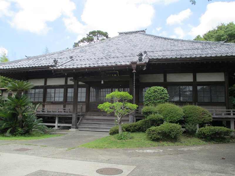 浄楽寺 植栽が美しい本堂