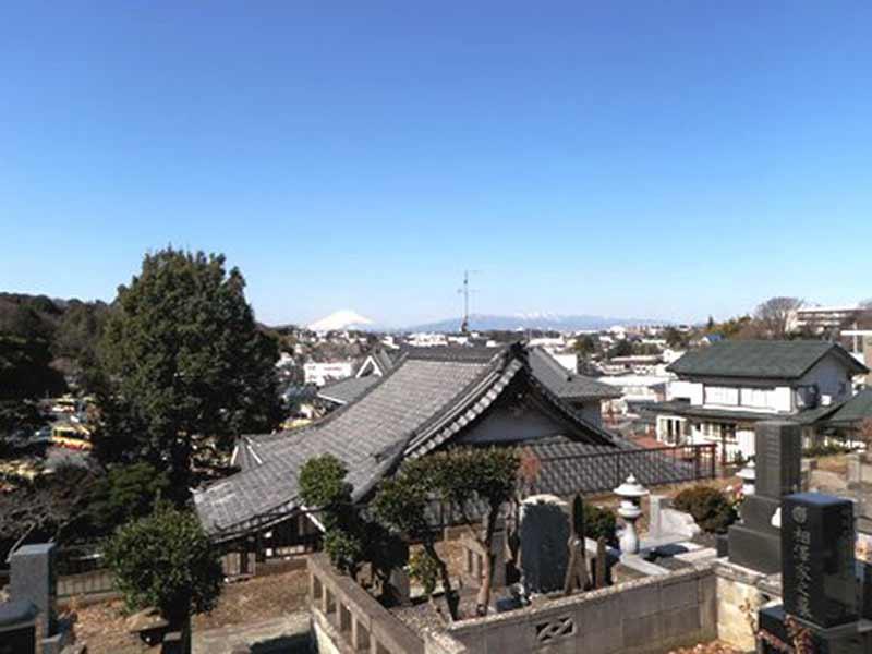 長泉寺 晴れた日には富士山も眺望できる
