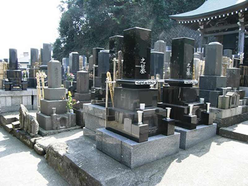 西徳寺 日当たり良好な墓地