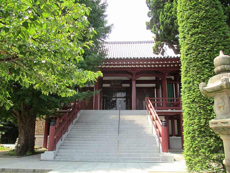 長安寺 緑豊かな立派な本堂