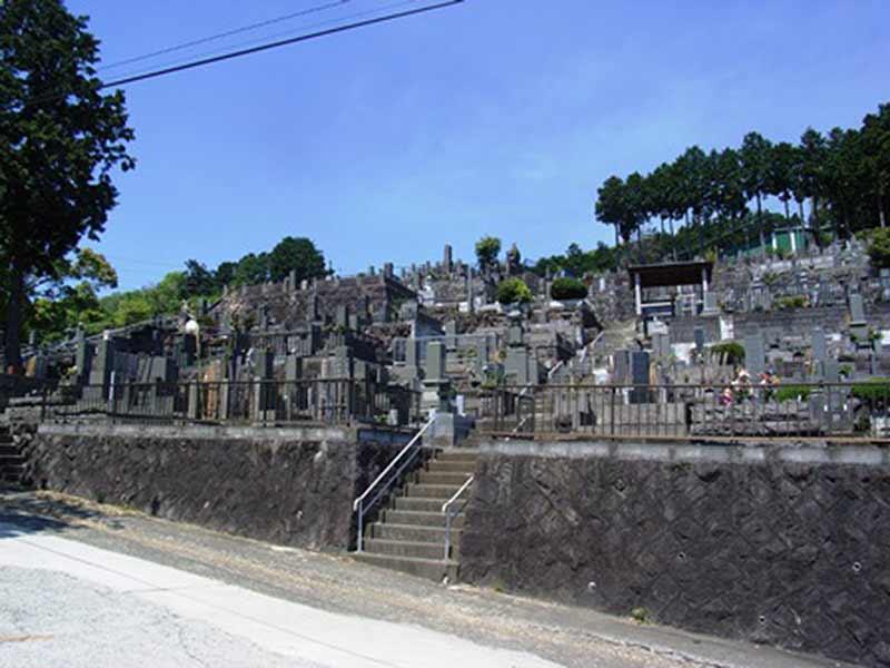 発心寺 日当たりがよい墓地