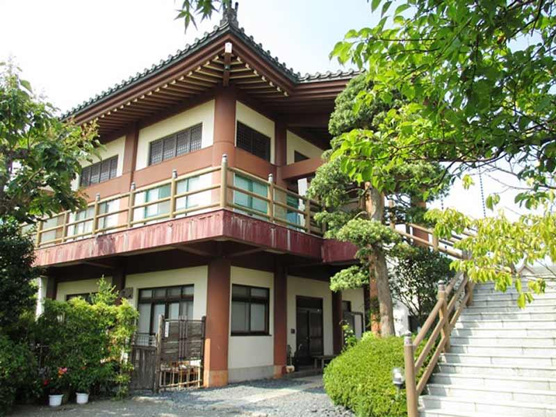 本行寺 木々が美しい本堂