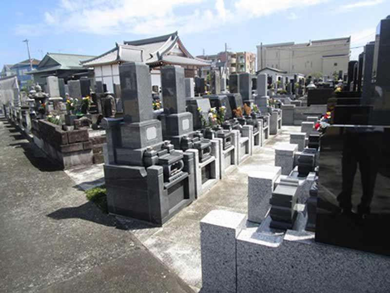少林寺 日当たり良好な墓域