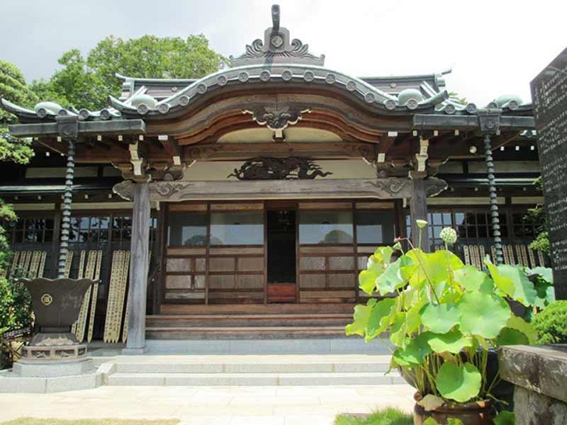 真徳寺 厳かな雰囲気の本堂