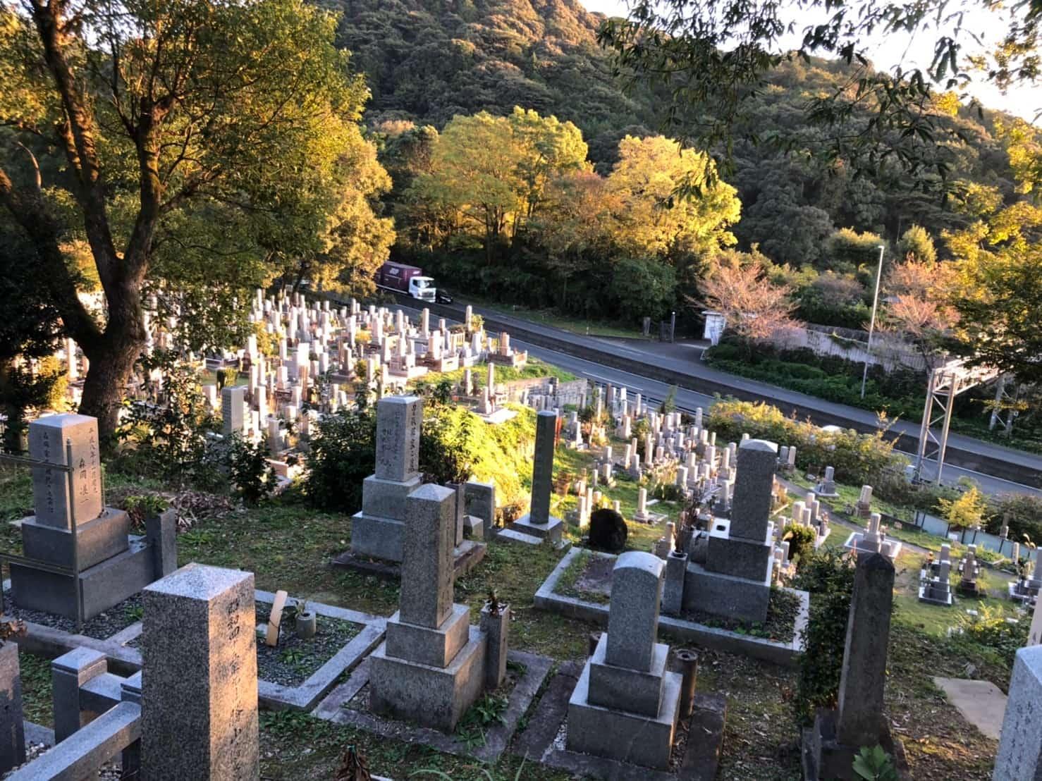 上から見た京都清水山墓地