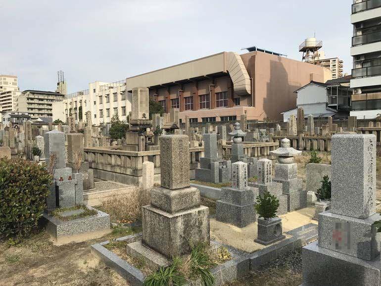 大阪市設 北霊園 独創的な墓石