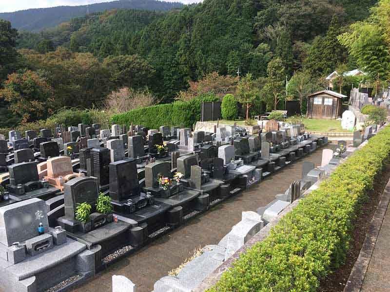 メモワール秦野 様々なタイプの墓石が並ぶ墓域