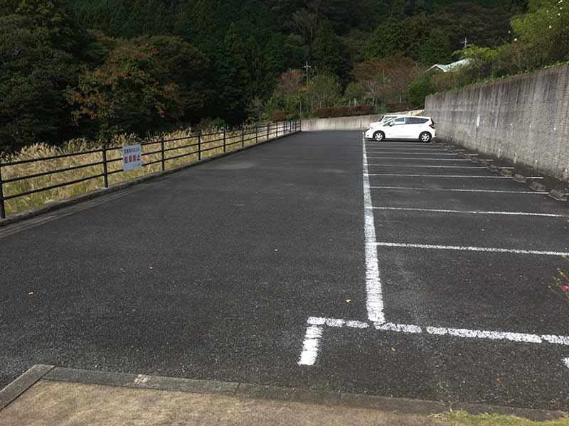 メモワール秦野 広い駐車場
