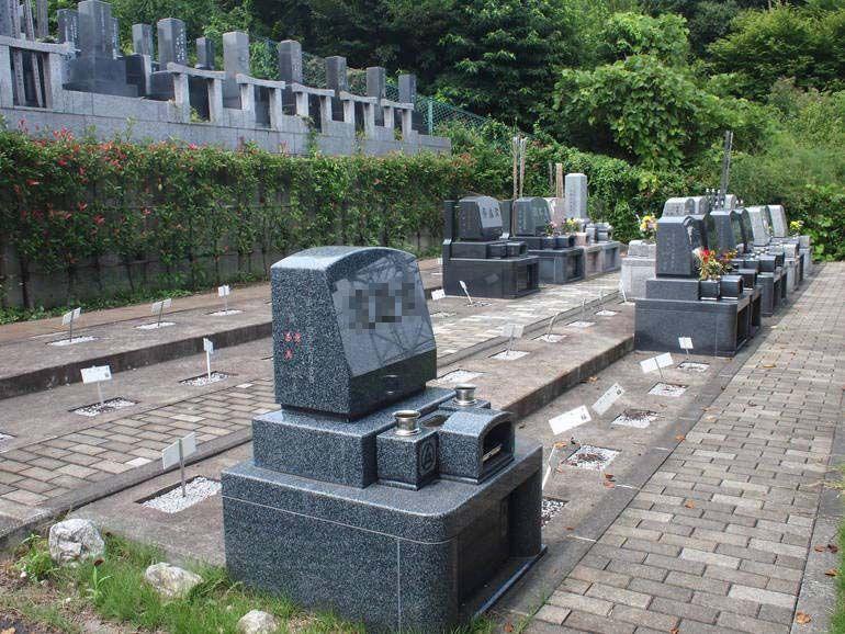 黒川光墓苑 和洋墓石混在