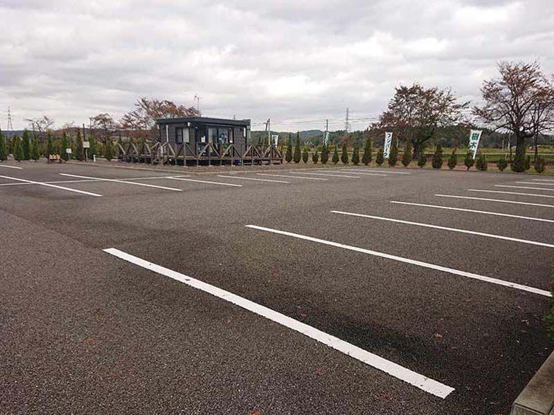 フジパーク霊園 見附 霊園のすぐ隣にある駐車場