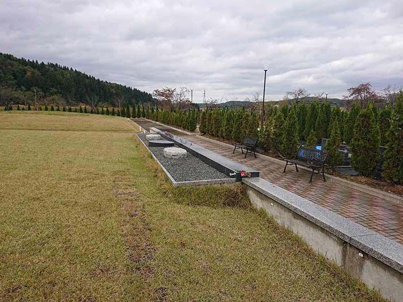 フジパーク霊園 見附 芝生の丘で静かに眠る樹木葬