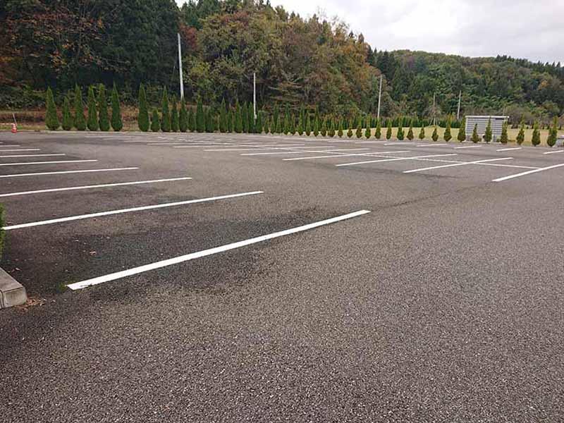 フジパーク霊園 見附 80台駐車可能な駐車場完備
