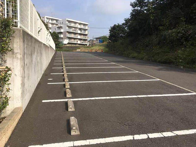 メモリアルパーク花の郷墓苑 厚木宮の里 平坦で停めやすい駐車場