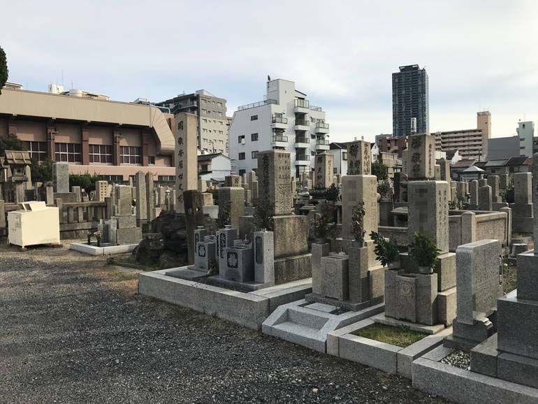 大阪市設 北霊園 広い参道