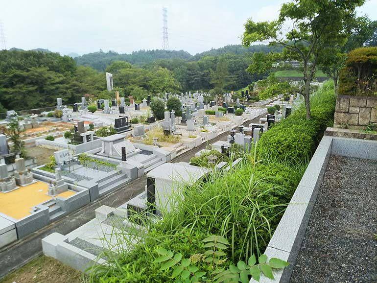 八王子上川霊園の高級墓石が集まる墓域