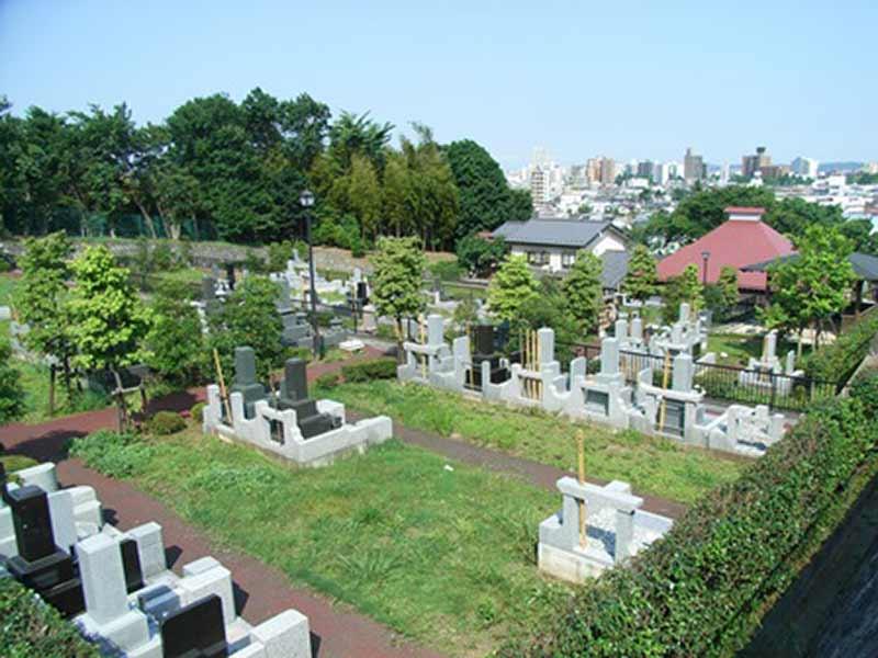 浄土宗 桃源山 龍泉寺 緑豊かで日当たりの良い墓域