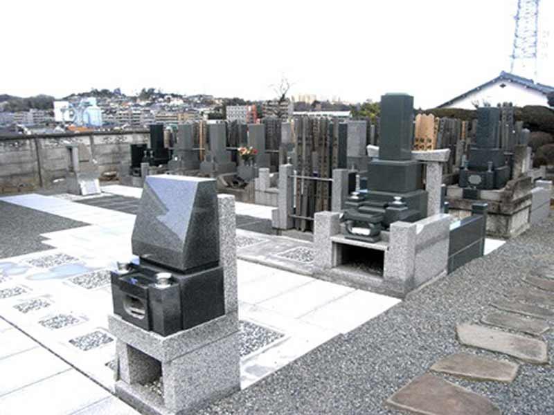 臨済宗 妙心寺派 芳心院 空き区画のある墓域