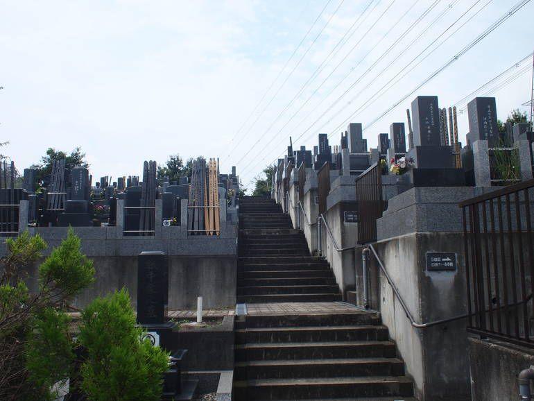 黒川光墓苑 段々の墓域