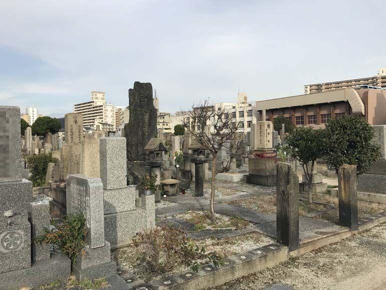 大阪市設 北霊園 特徴ある墓石