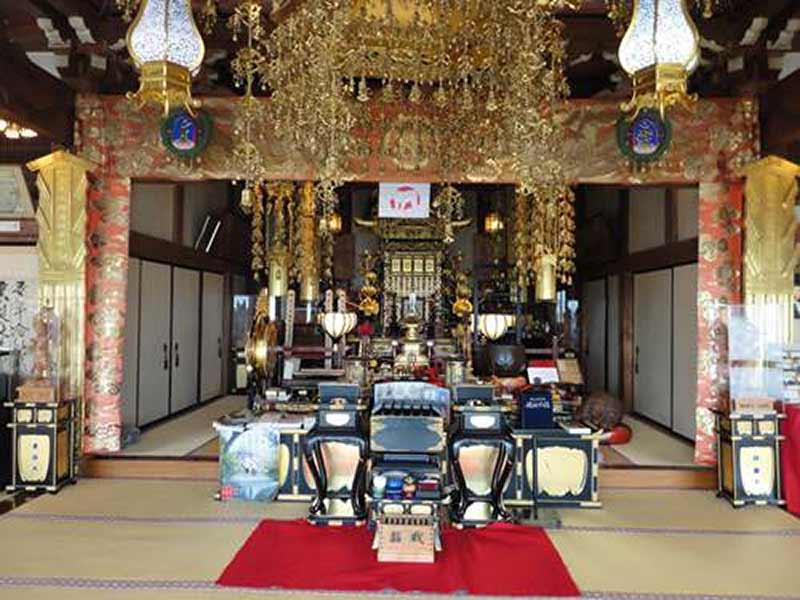 東漸寺 のうこつぼ 本堂内部にある御本尊様