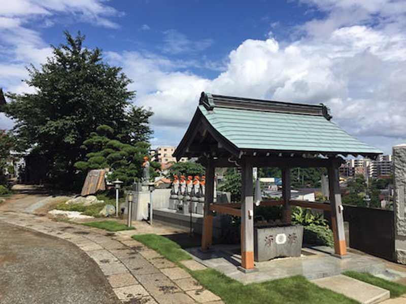 東漸寺 のうこつぼ 入り口近くの手水舎