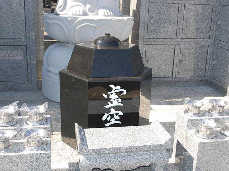 東漸寺 のうこつぼ 屋外にある「のうこつぼ 」