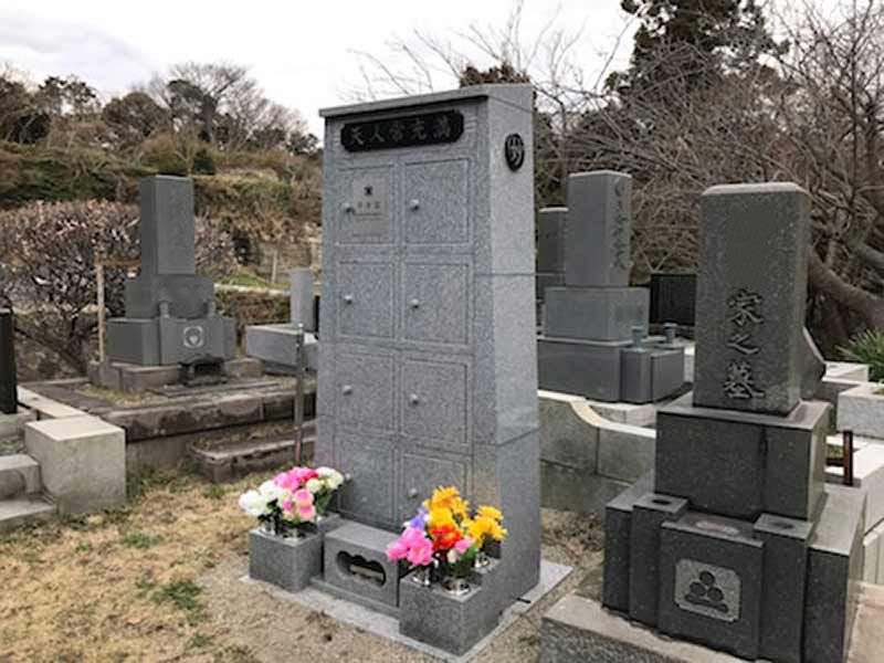 法性寺 のうこつぼ 和型墓石と永代供養墓