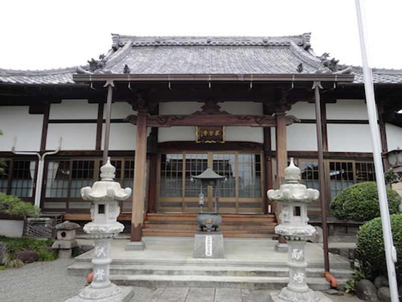 東学寺 のうこつぼ 静謐な本堂