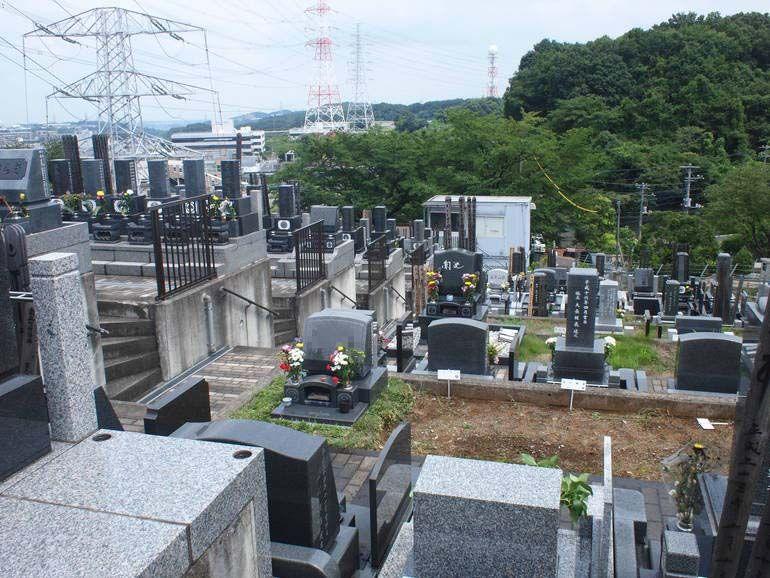 黒川光墓苑 高台にある見晴らしの良い墓域